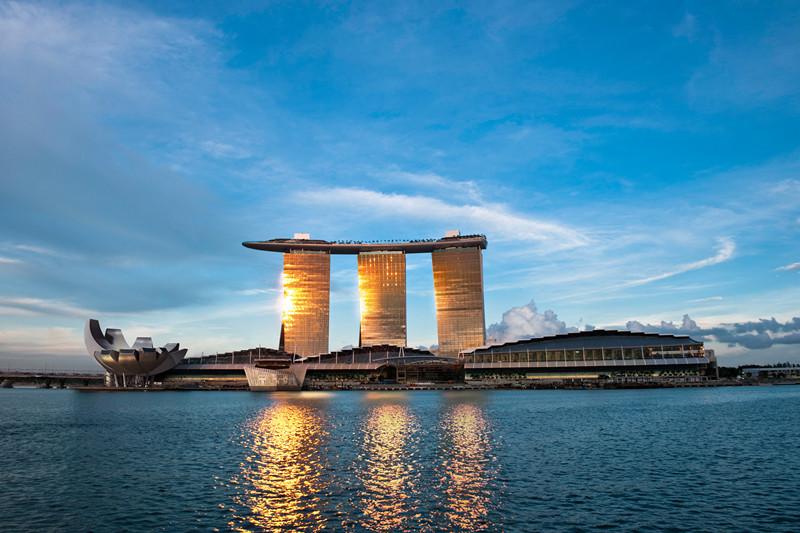 【新闻】峰回路转《如何选对行》讲座在新加坡东亚管理学院成功